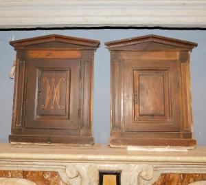 stip216 - pair of walnut wall cabinets, 18th century, cm l 39 xh 46