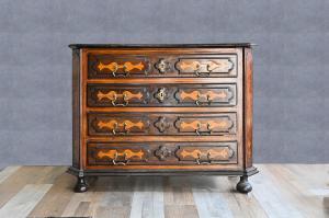 Cassettone, canterano  piemontese del '600, 17th century Piedmontese chest of drawers