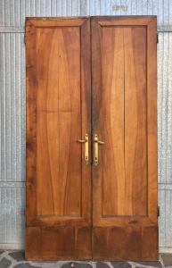 puerta en nogal
