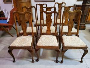 Oito cadeiras
