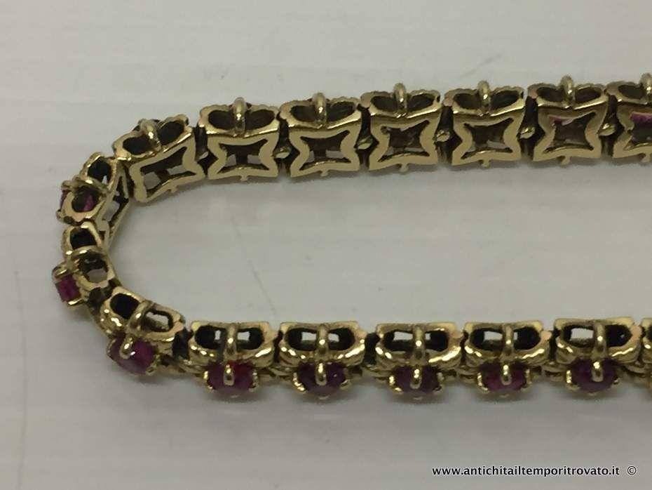 thumb2|Bracciale in oro primi 900 con 33 fiori con rubini