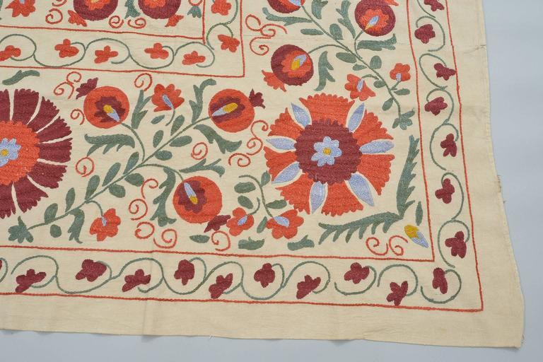 thumb2|Tessuto SUSANI in cotone con ricamo in seta