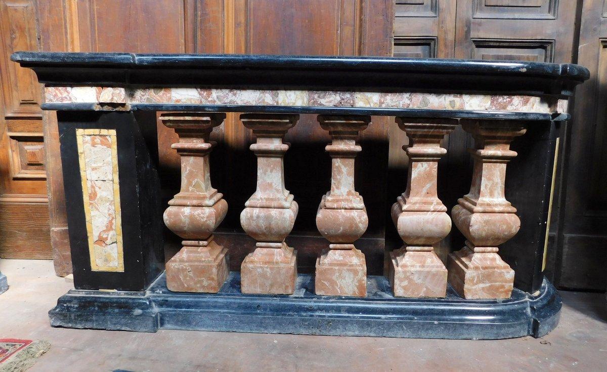 thumb2|dars400 - coppia di balaustre in marmo, cm l 158 x h 78 x p. 35