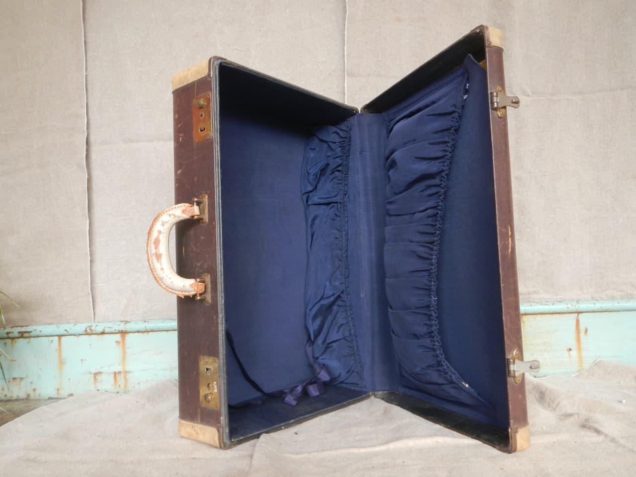 thumb4|valigia in pelle anni 30