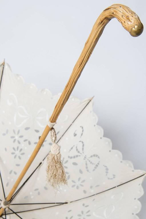 thumb4|Elegante parasole francese in tessuto ricamato