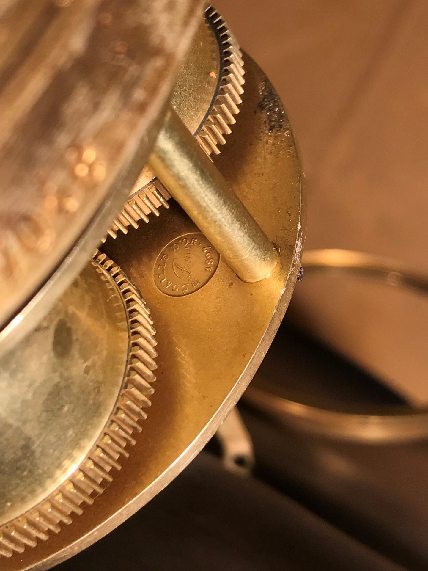 thumb10|Importante orologio a pendolo con marmo e bronzo firmato