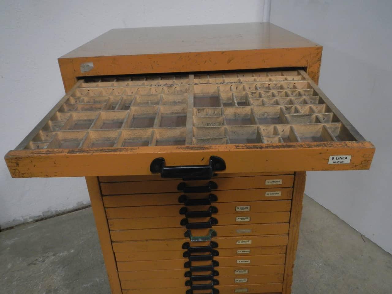 thumb10|casssettiera da tipografia anni 70
