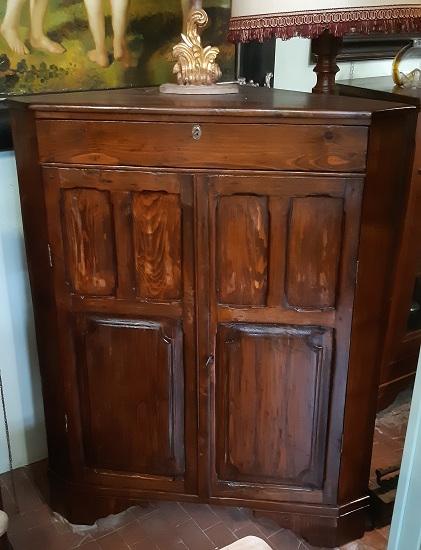 6d53a7f3293a Notched antique corner cupboard