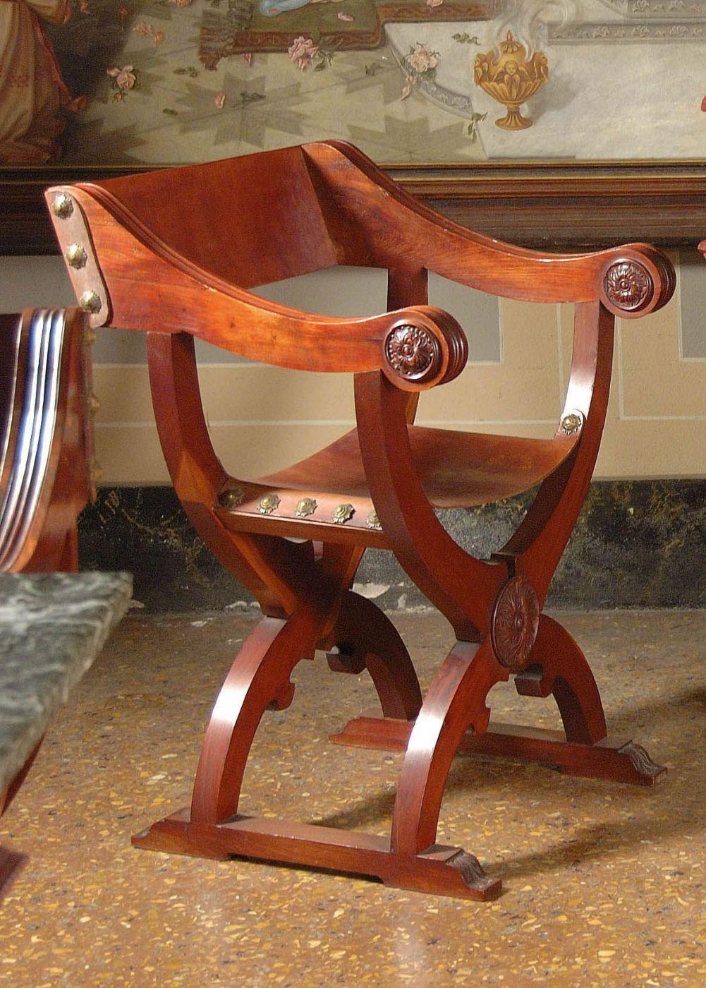 Otto sedie alla dantesca in mogano maestro gioacchino meluzzi antiquariato su anticoantico - Savonarola sedia ...
