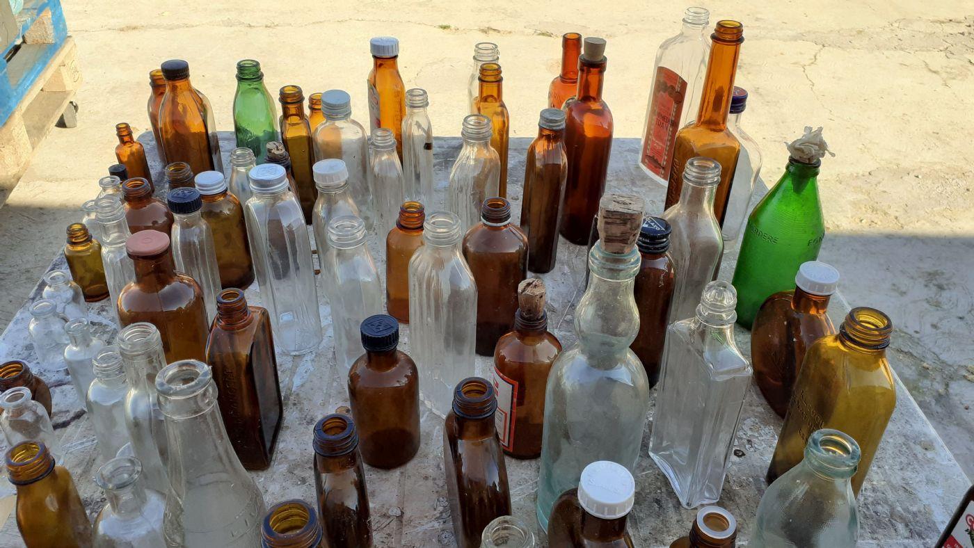 thumb2 Vecchia collezione di bottiglie per medicinali e altri tipi ....