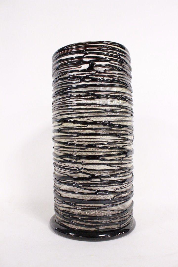 thumb5|Vaso in vetro Murano a forma di cilindro firmato Enrico Cammozzo