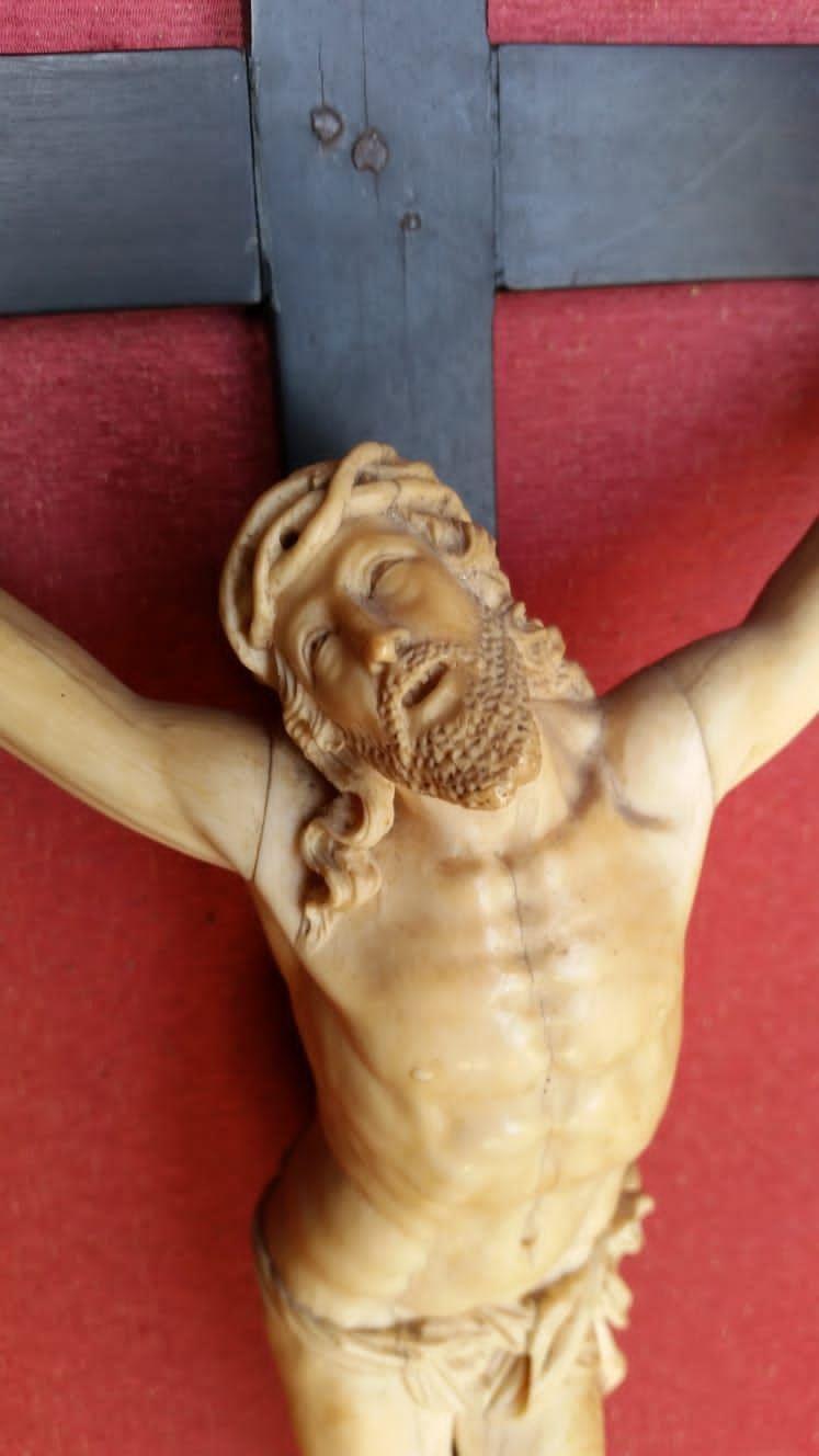 thumb3 Cristo in avorio antico