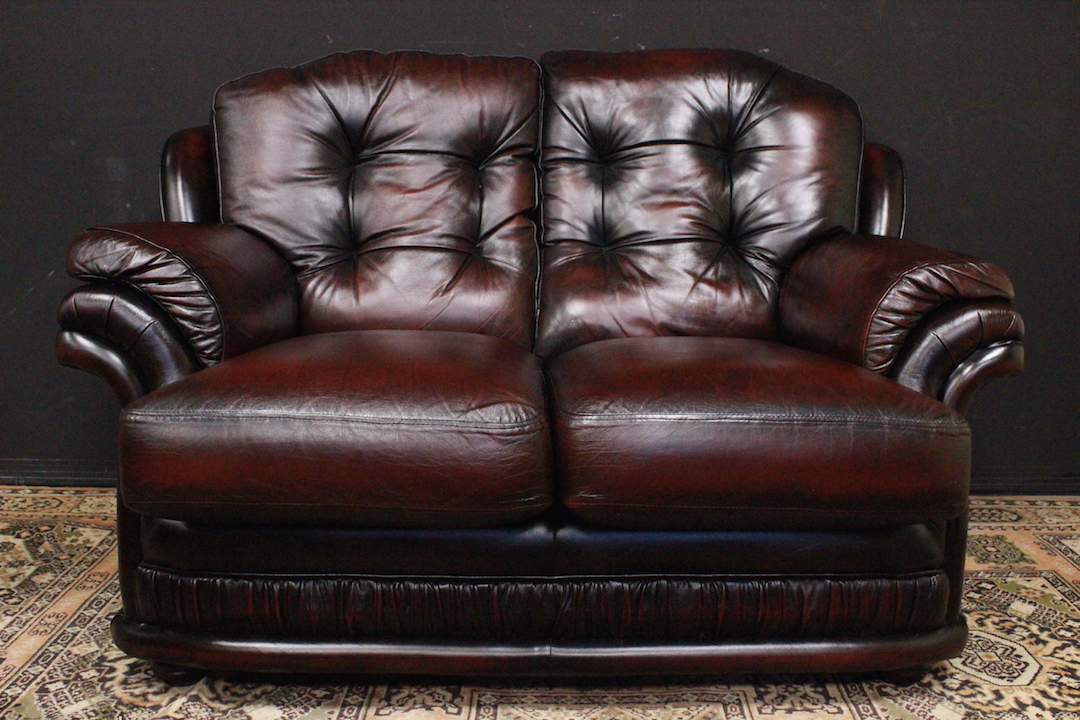 Divano Pelle Modello Chester.Chesterfield Two Seater Sofa In Burgundy Leather