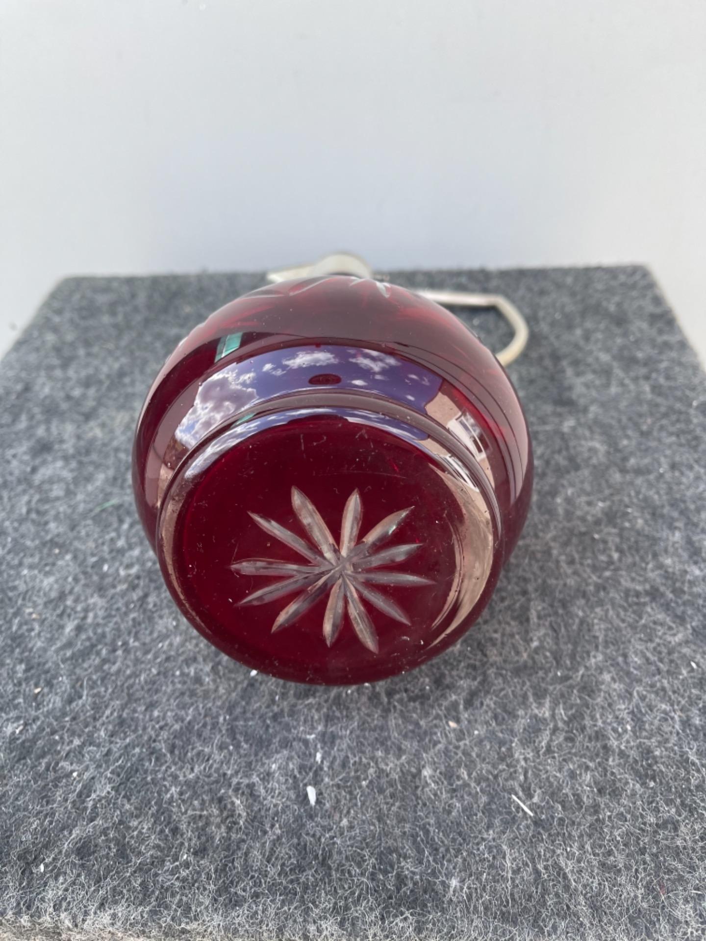 thumb6|Bottiglia boemia incamiciata e molata con motivi geometrici.Collo e tappo in argento con punzone italiano.