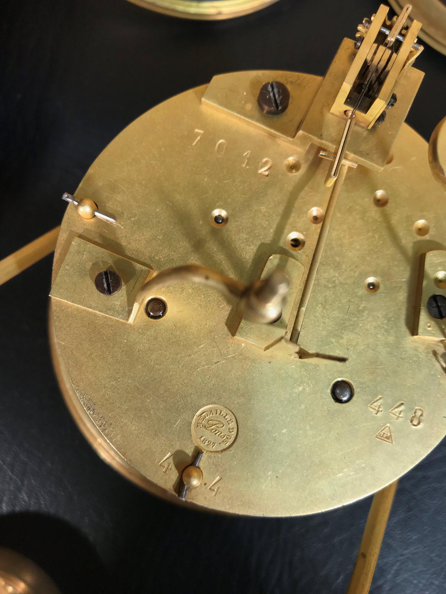 thumb8|Importante orologio a pendolo con marmo e bronzo firmato