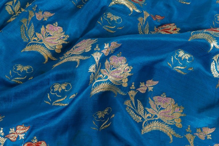 thumb4|SARI Indiano antico color turchese