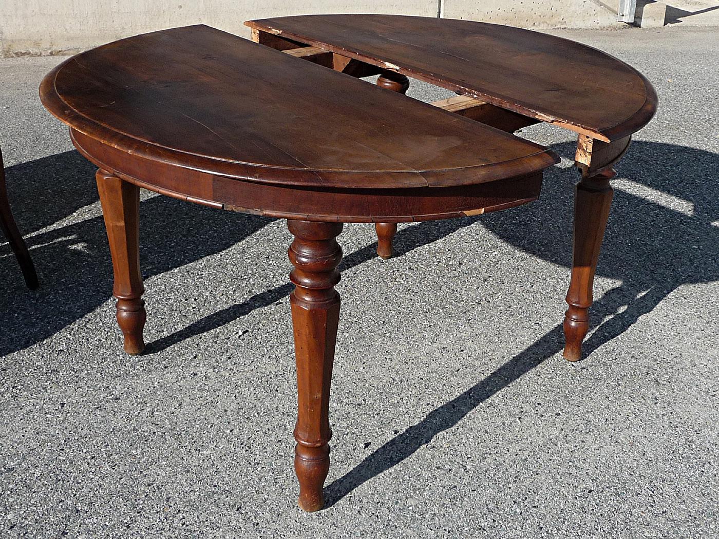 tavolo in noce | Antiquariato su Anticoantico
