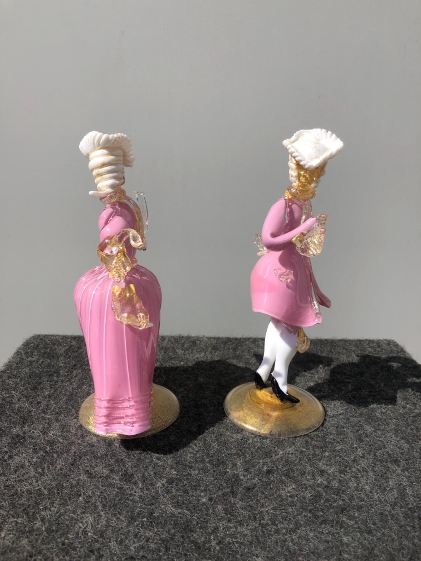 thumb3|Coppia di figure cavaliere e dama in vetro con inclusioni in oro.Murano