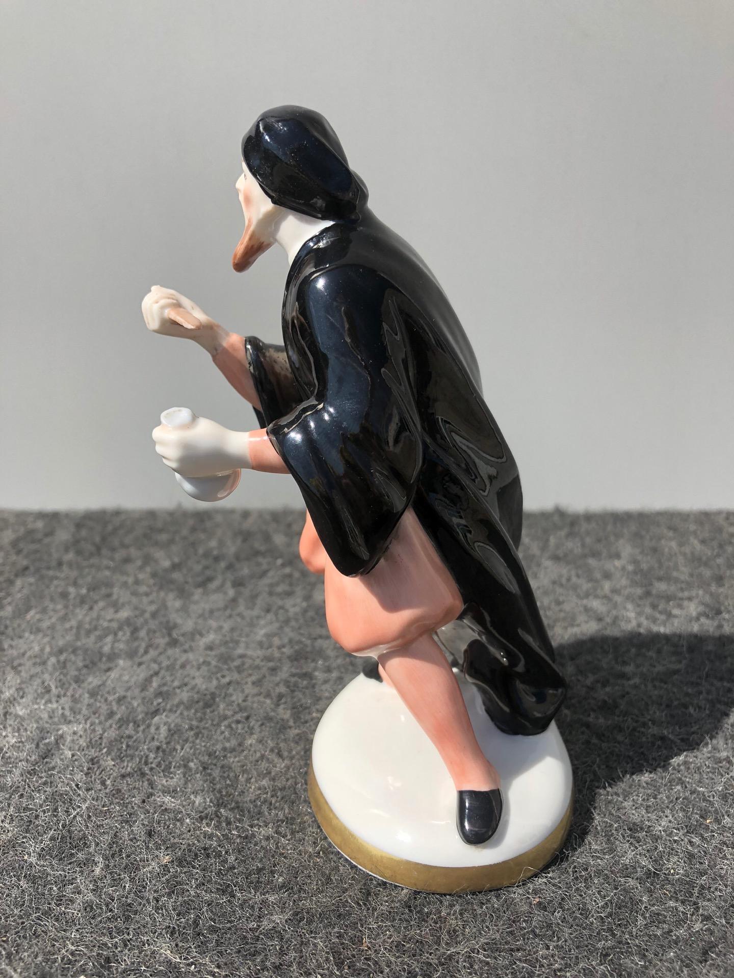 thumb2|Statuina in porcellana con figura maschile con pugnale e sacchetto di denaro.Ginori