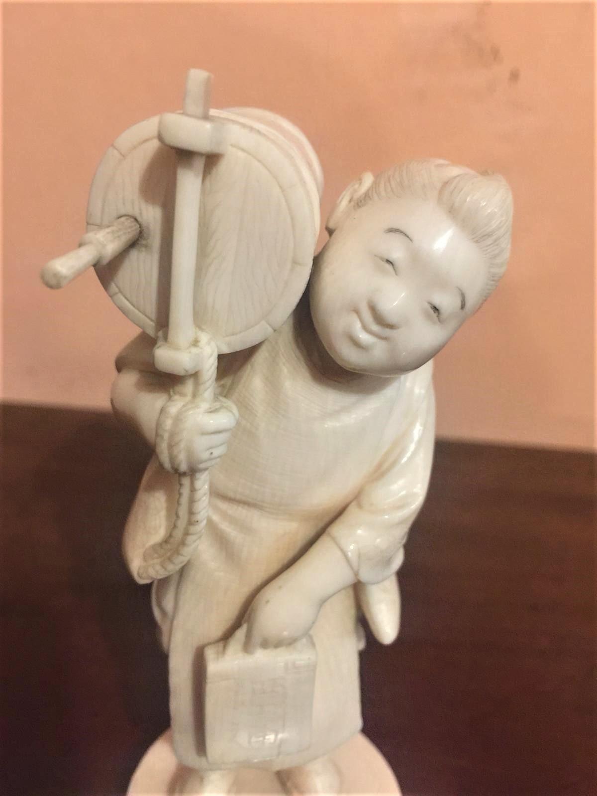 thumb2|Statuetta in avorio, contadino orientale, fine '800