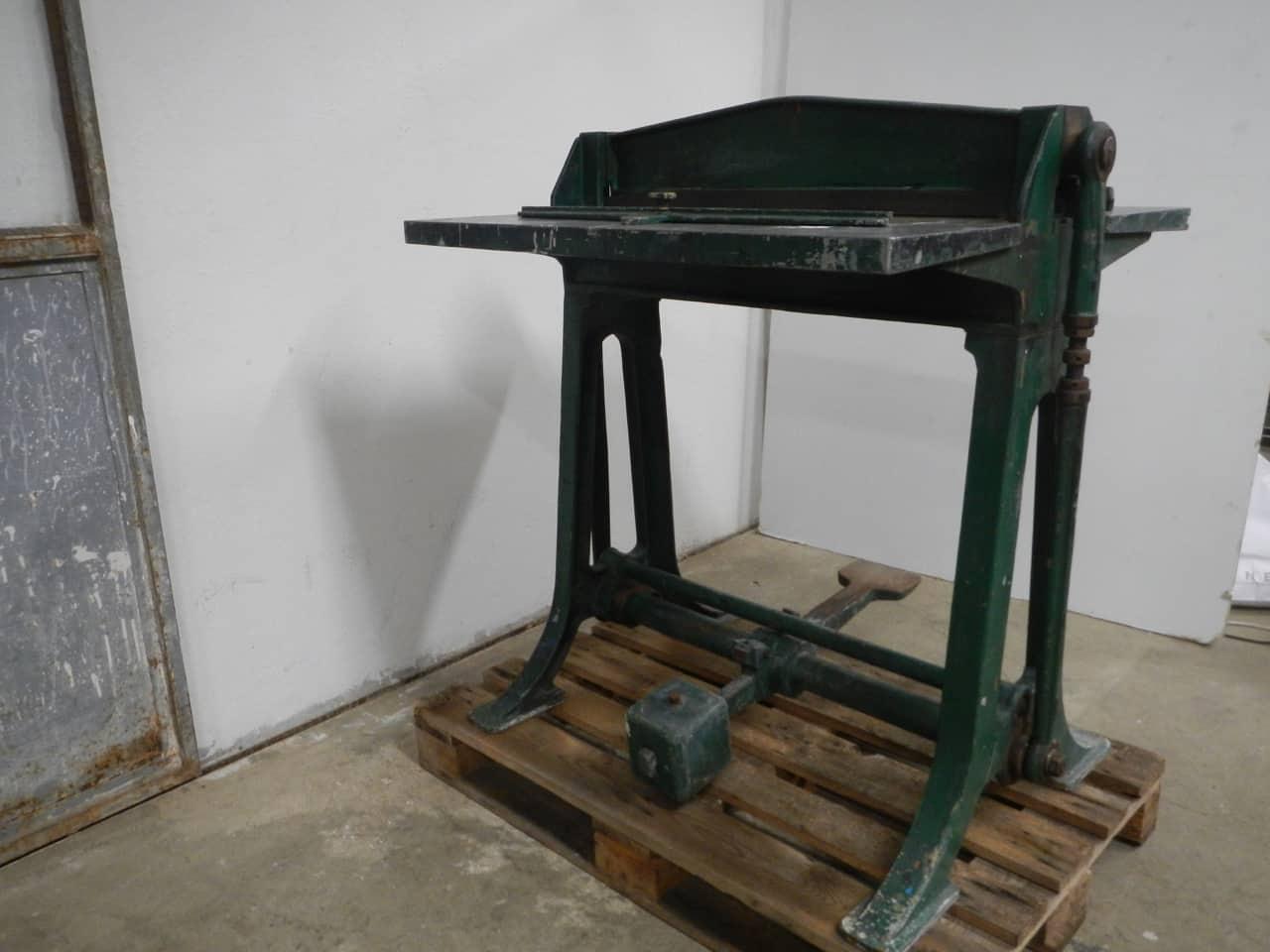 thumb3|macchina da tipografia anni 40