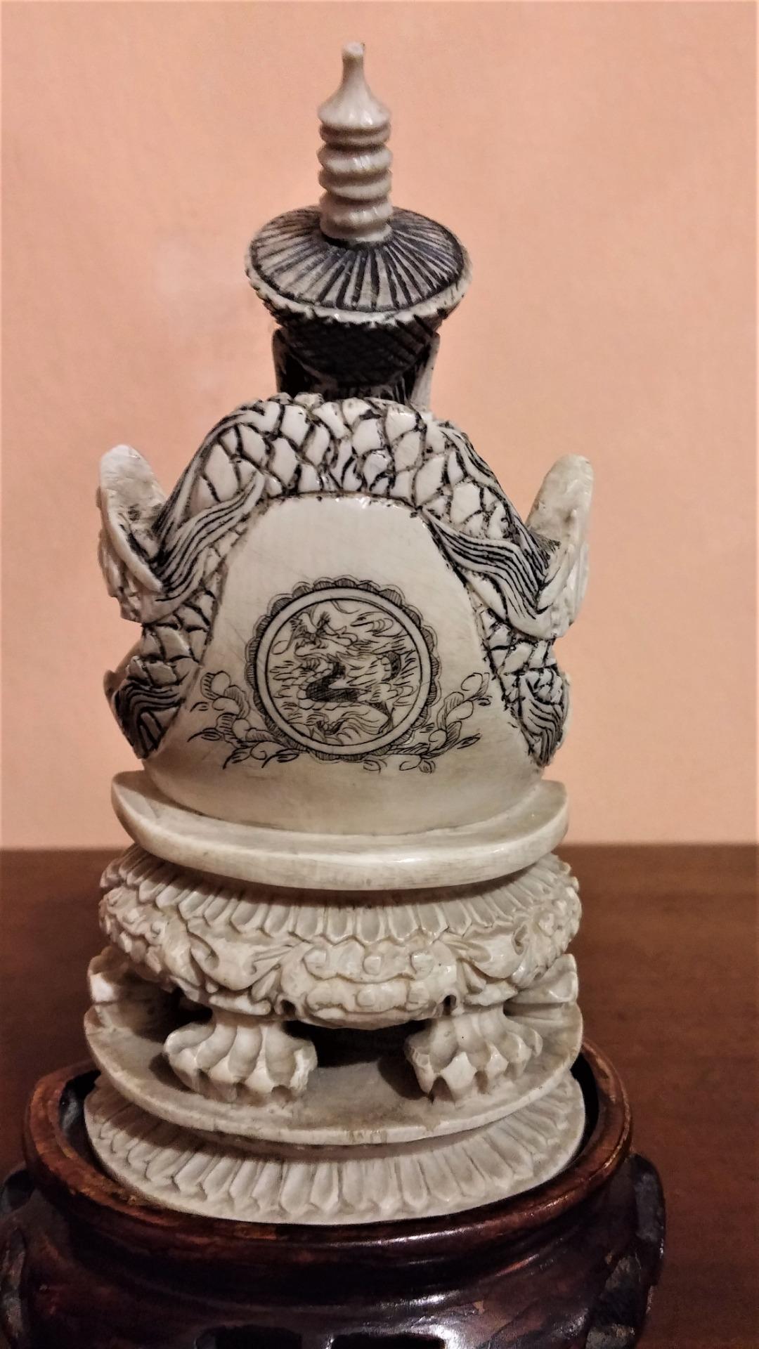 thumb5|Coppia di sculture in avorio, imperatore e imperatrice, fine '800