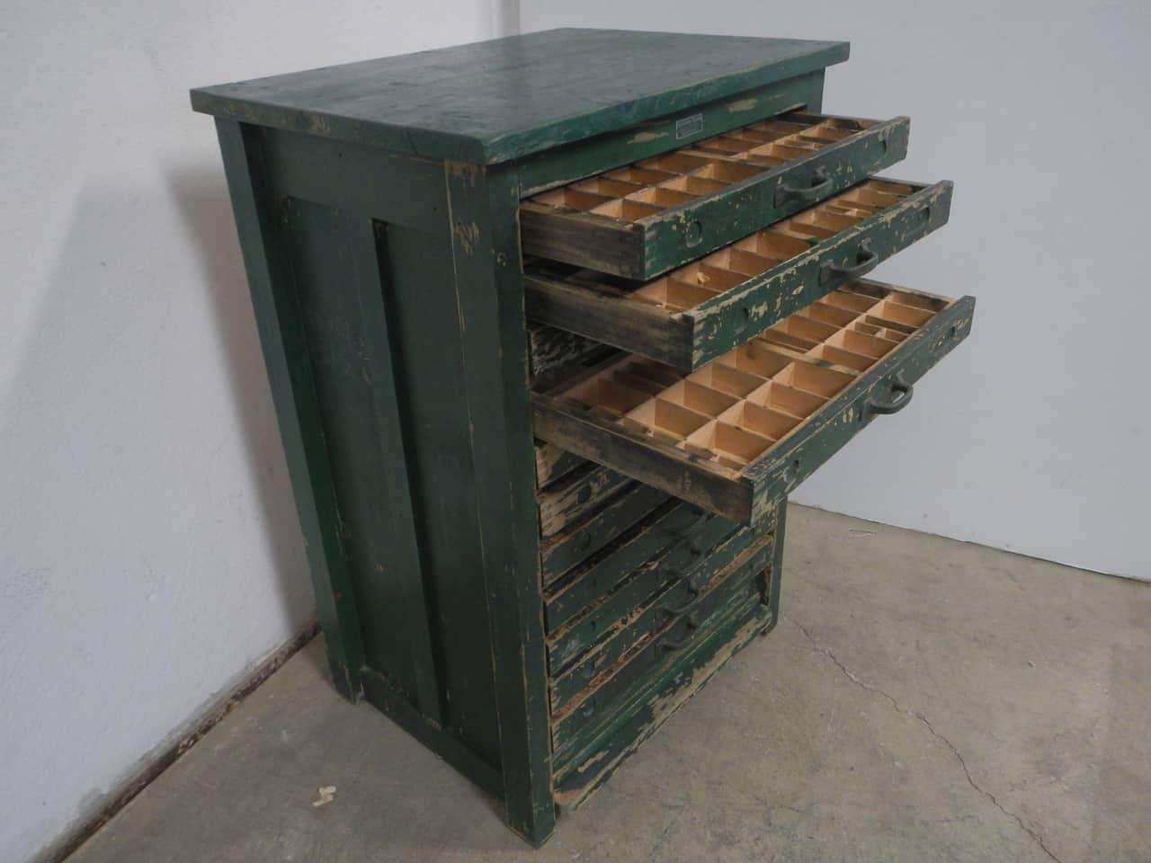 thumb4|cassettiera da tipografia anni 50