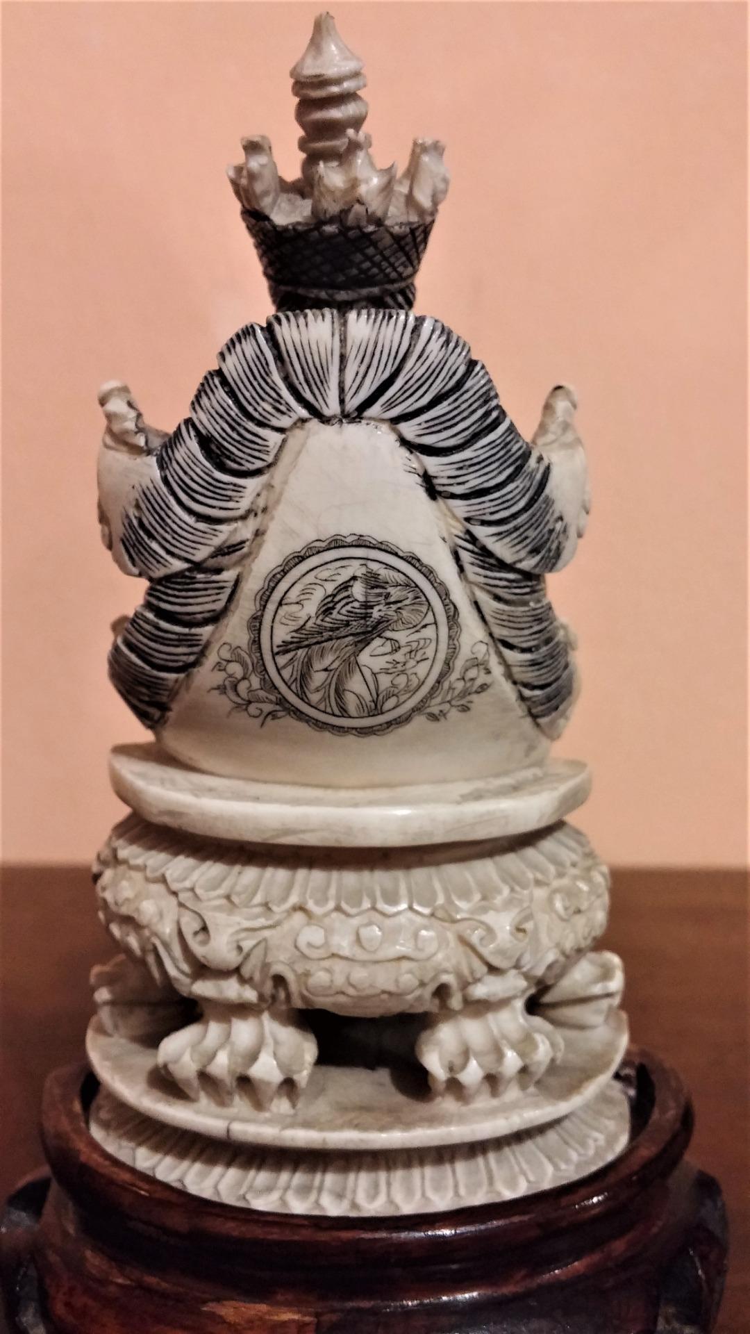 thumb7|Coppia di sculture in avorio, imperatore e imperatrice, fine '800