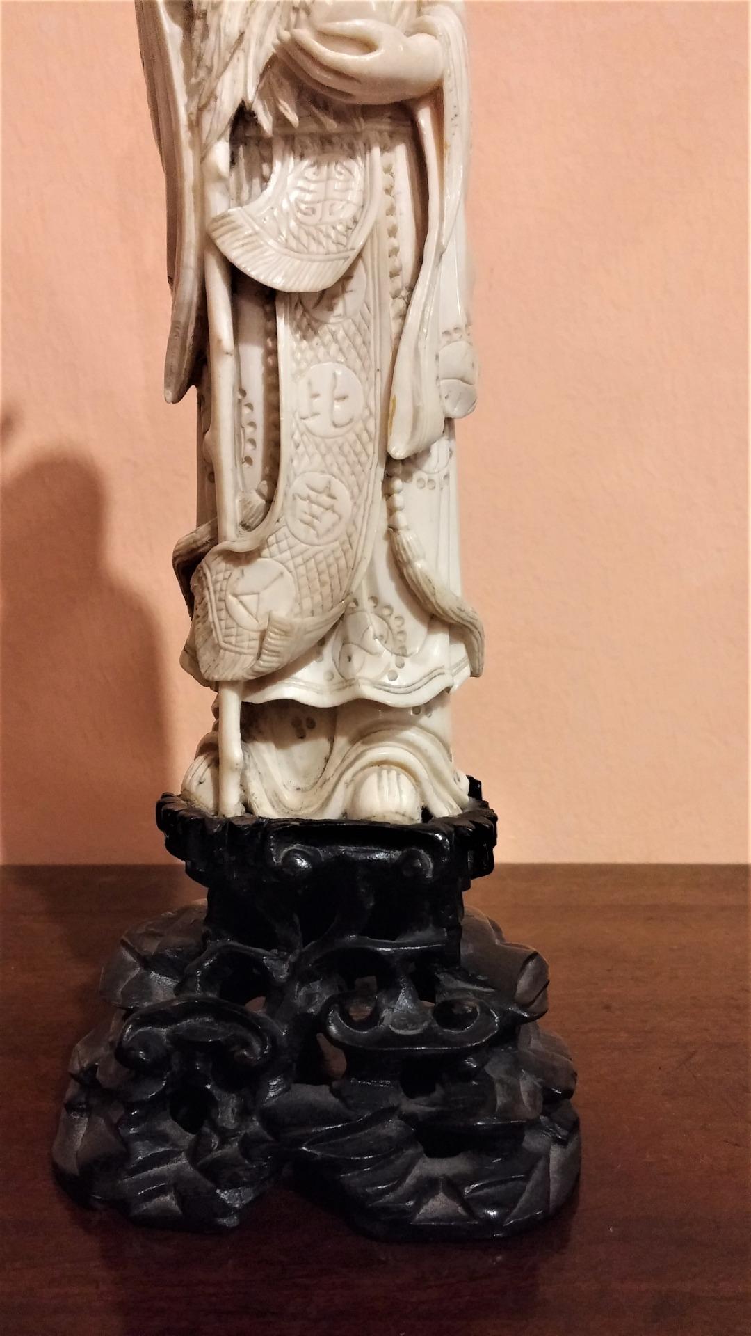 thumb3|Statuetta in avorio, saggio orientale, fine '800