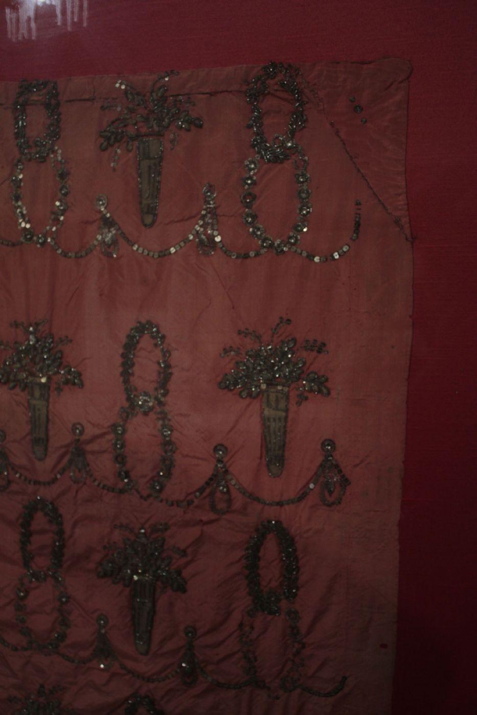 thumb2|Pannello Ricamato con filo d'argento