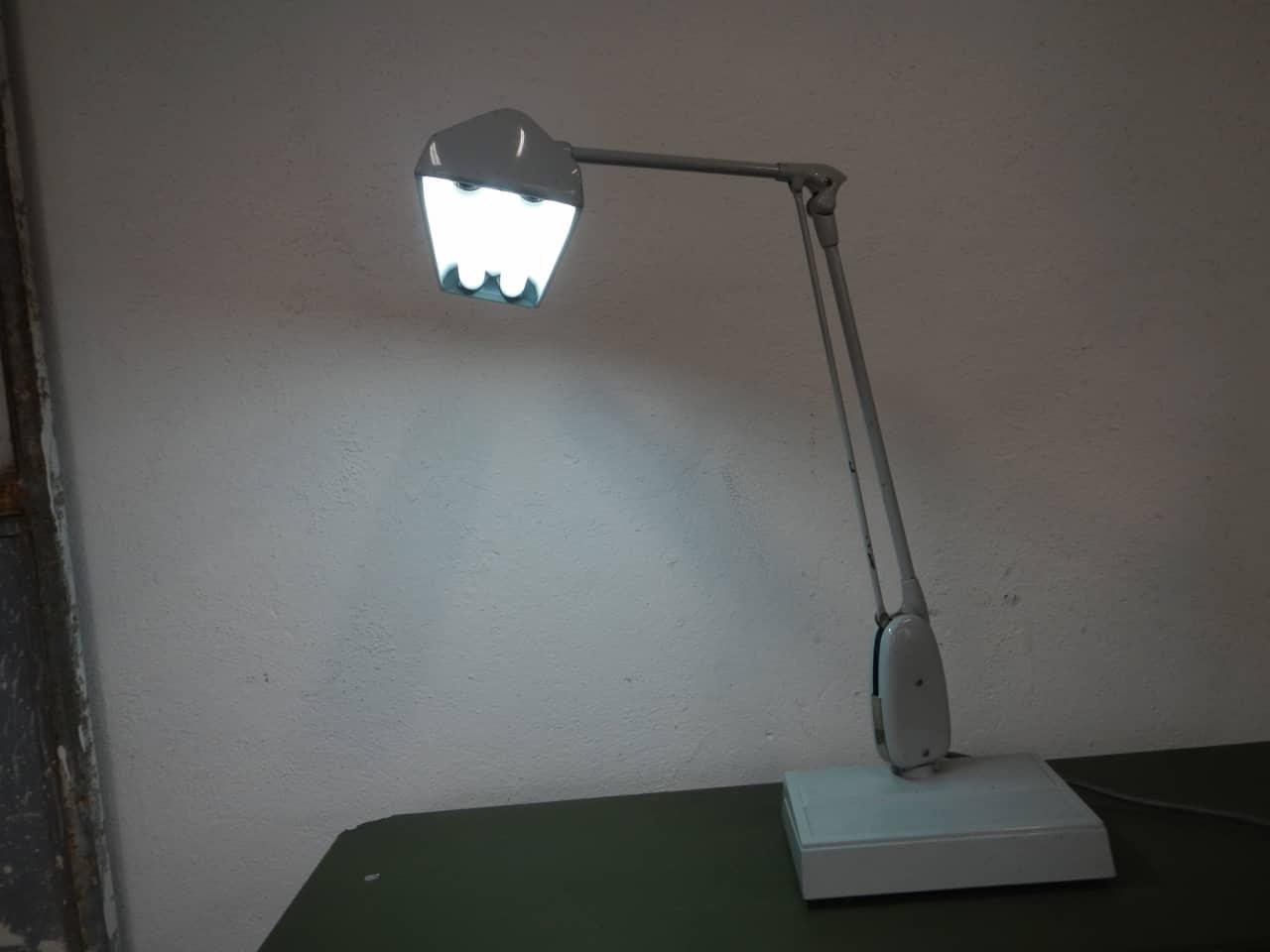 thumb9|lampada industriale  anni 50