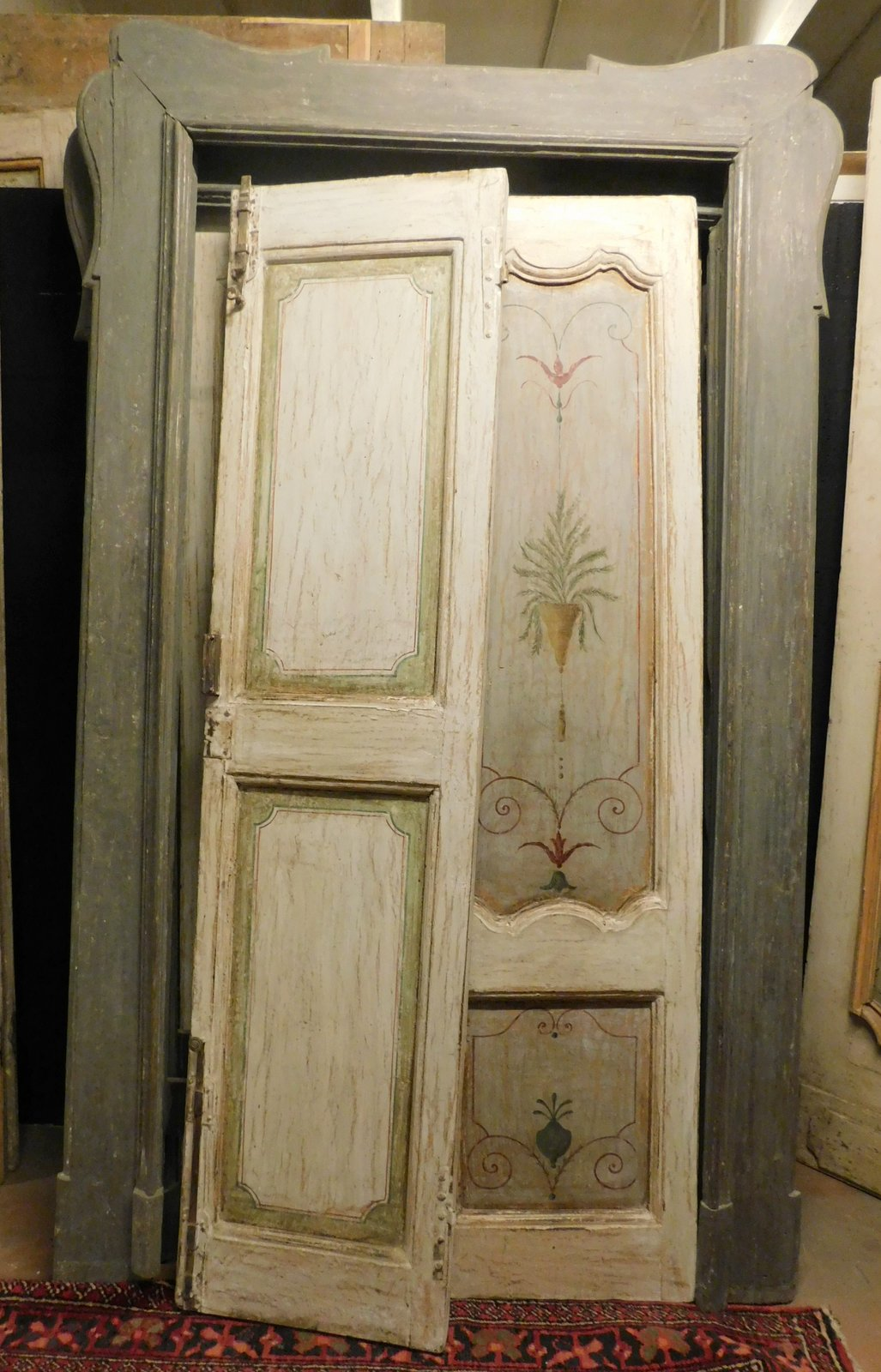 thumb2 pts736 - n. 3 porte laccate con pannelli dipinti, complete di telaio, epoca '700, porta in foto misura cm l 144 x h 242, luce cm l 102 x h 217