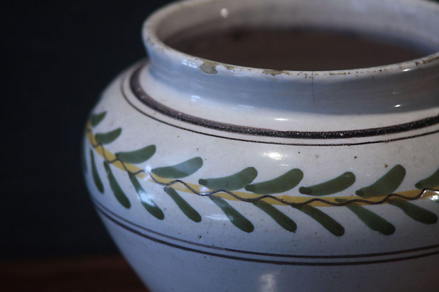 thumb4|Vaso in Maiolica, Siena, Luigi XVI