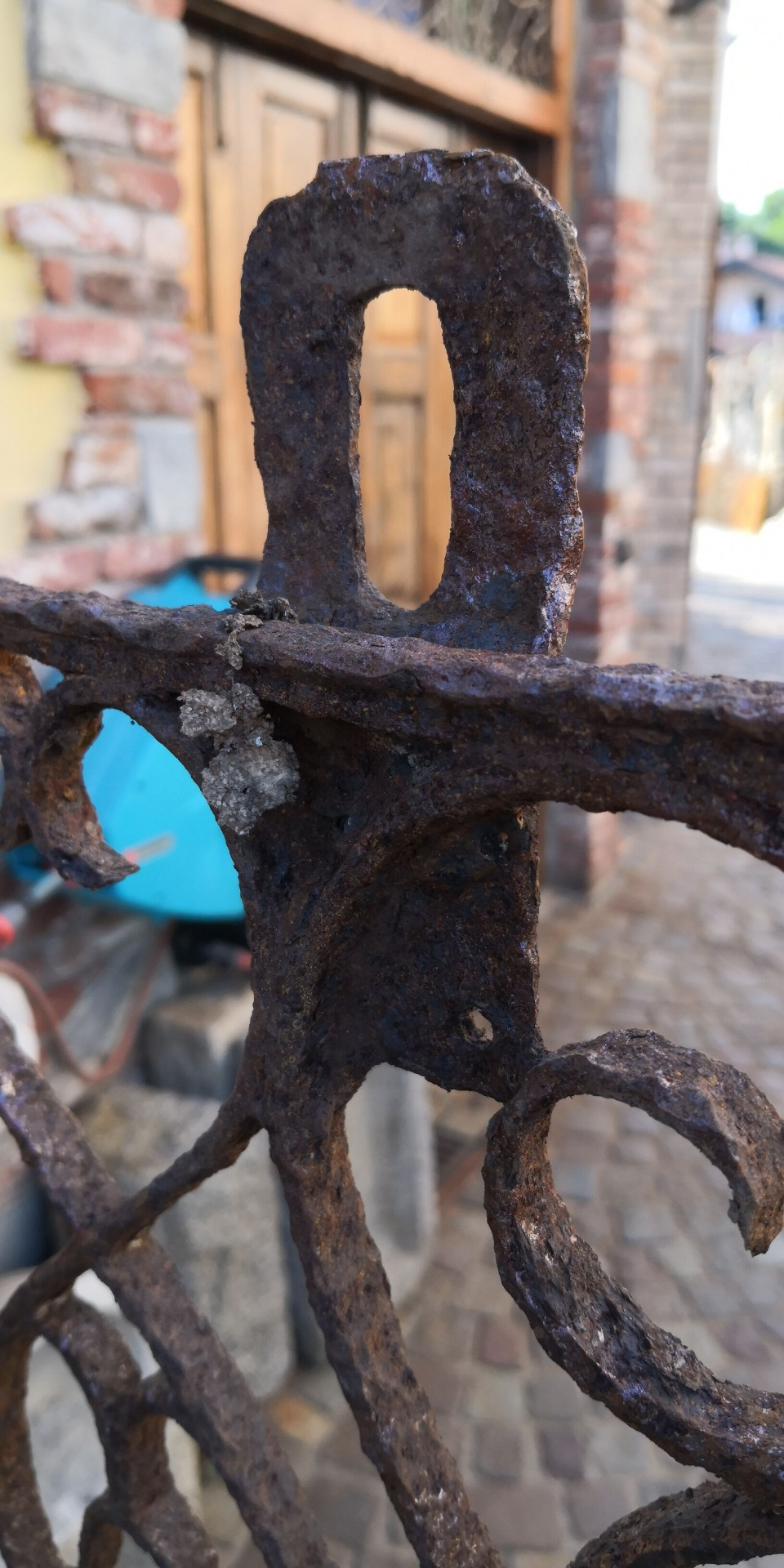 thumb2|grata in ferro chiodato