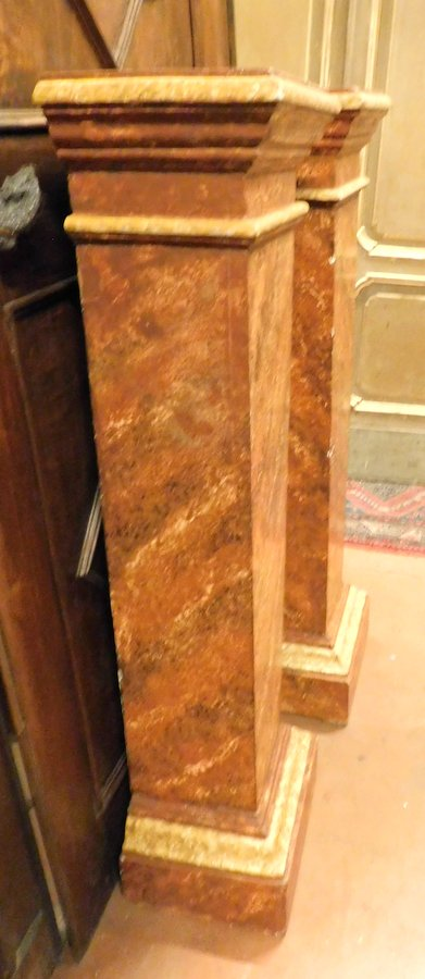 thumb2|dars361 - coppia di colonne in legno, cm max l 39 x h 132