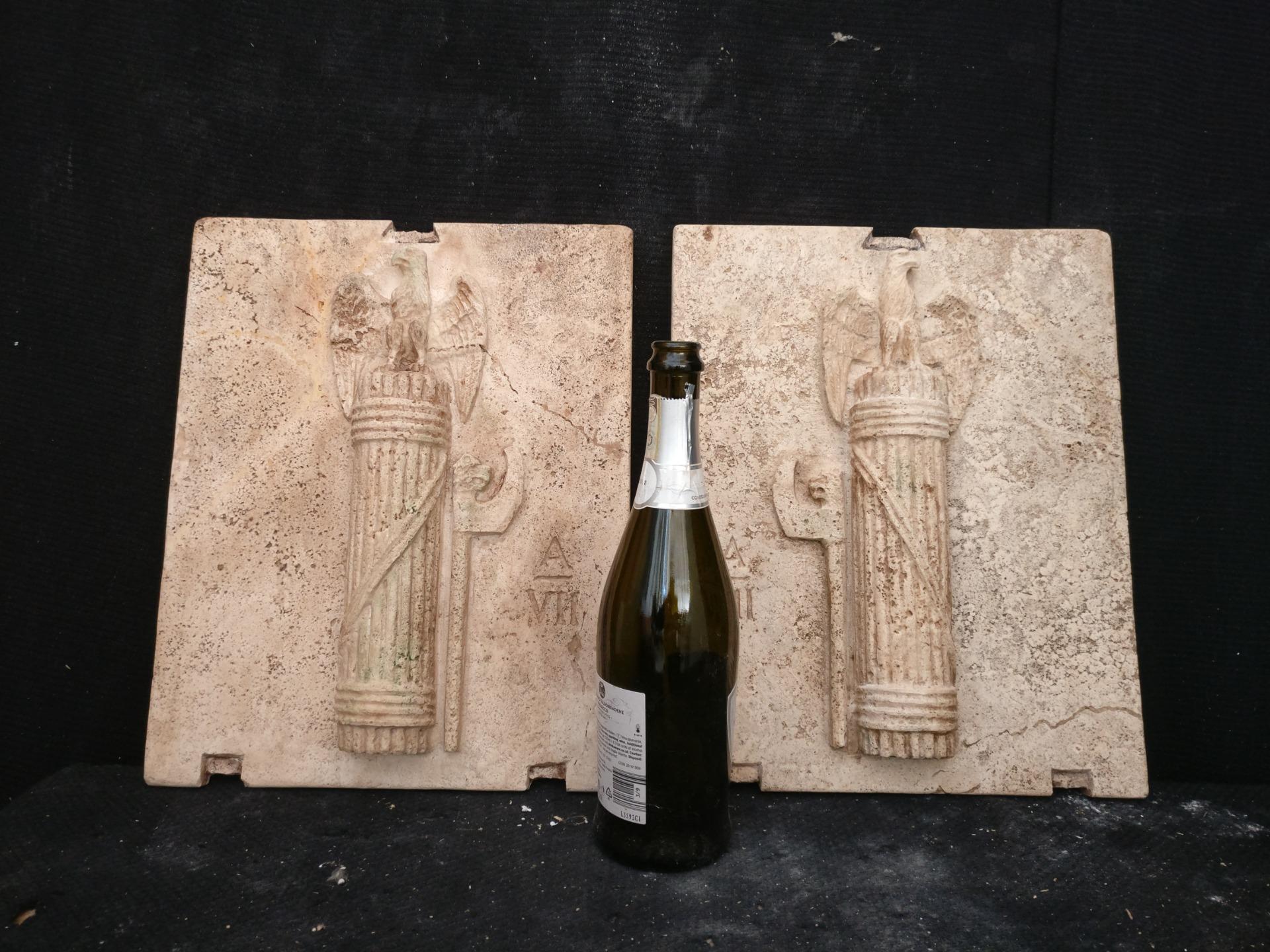 thumb2 Magnifica Coppia di Fasci Littori in Travertino - Stemmi da muro - 32 x 40 cm - Roma - 1927/28