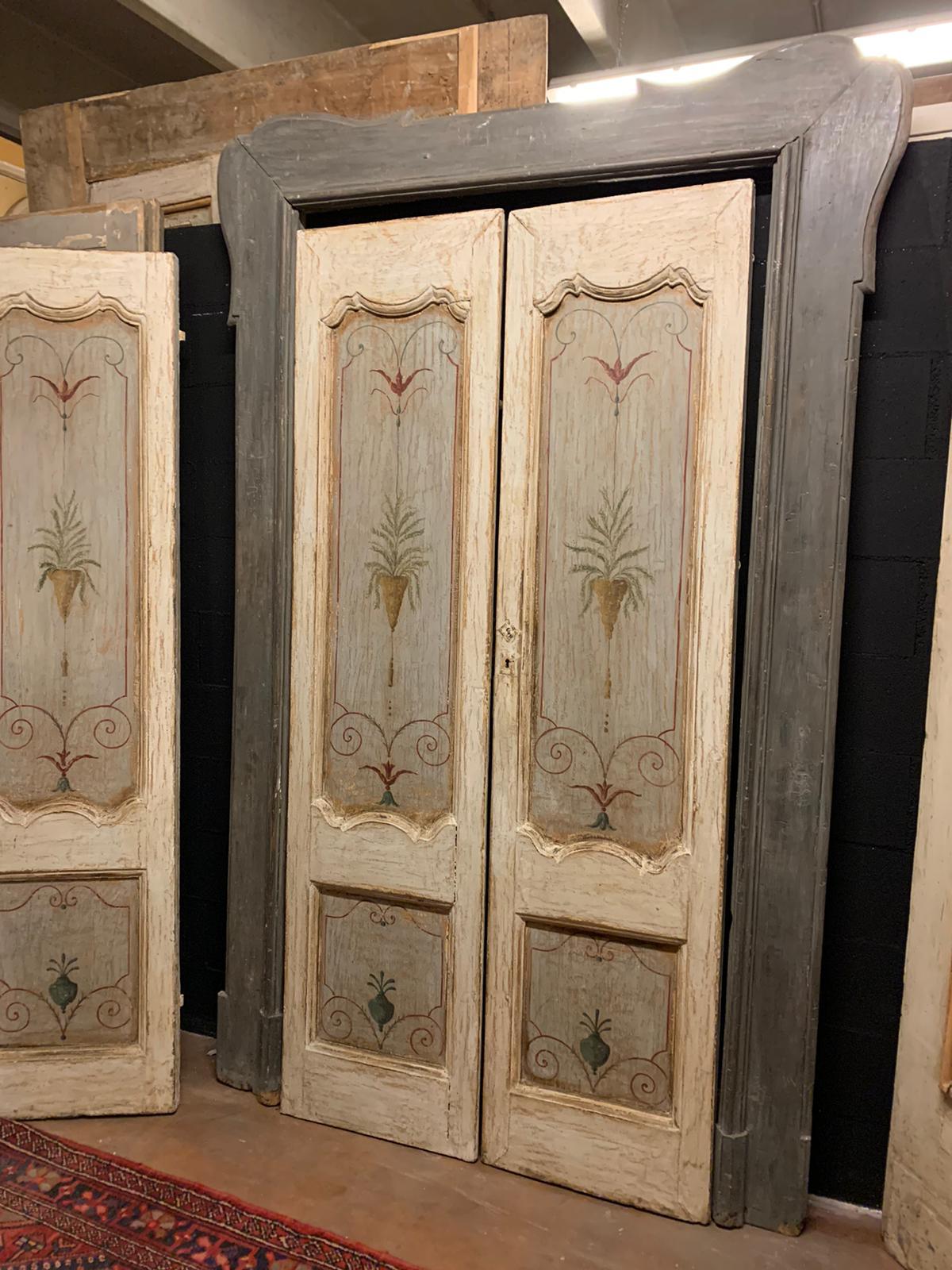 pts736 - n. 3 porte laccate con pannelli dipinti, complete di telaio, epoca '700, porta in foto misura cm l 144 x h 242, luce cm l 102 x h 217