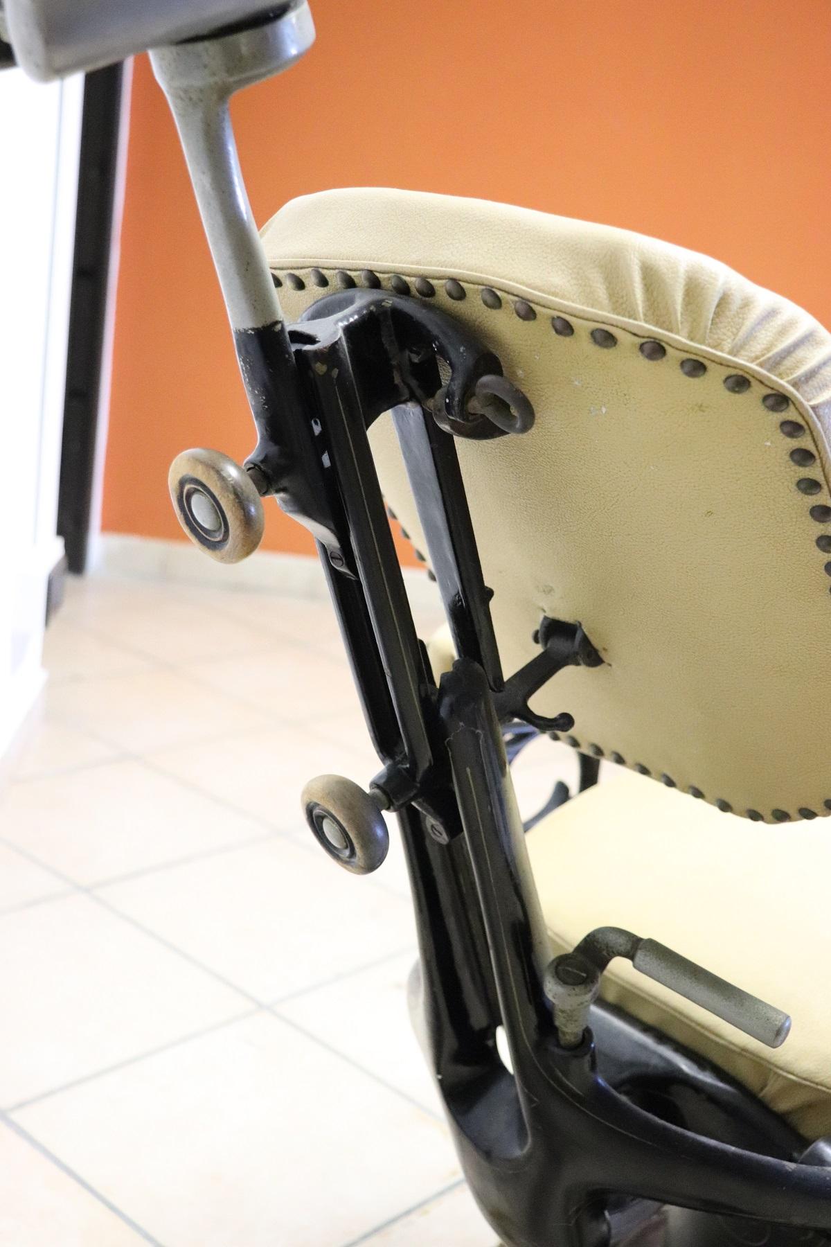 thumb8|Sedia da dentista antica in ferro forgiato e pelle, 1910 PREZZO TRATTABILE