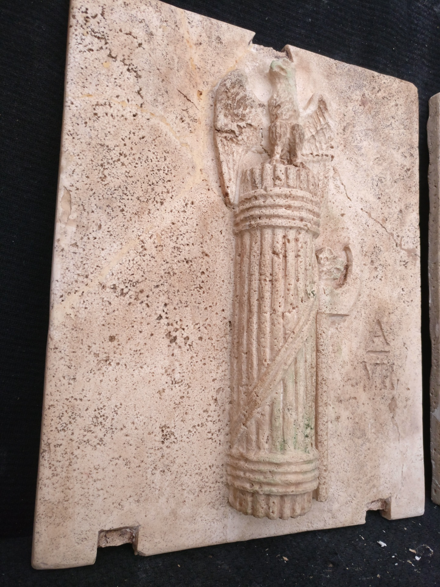 thumb9 Magnifica Coppia di Fasci Littori in Travertino - Stemmi da muro - 32 x 40 cm - Roma - 1927/28