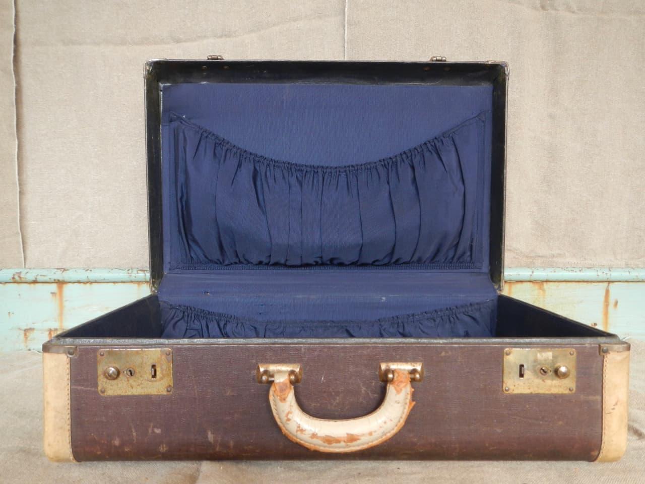 thumb3|valigia in pelle anni 30