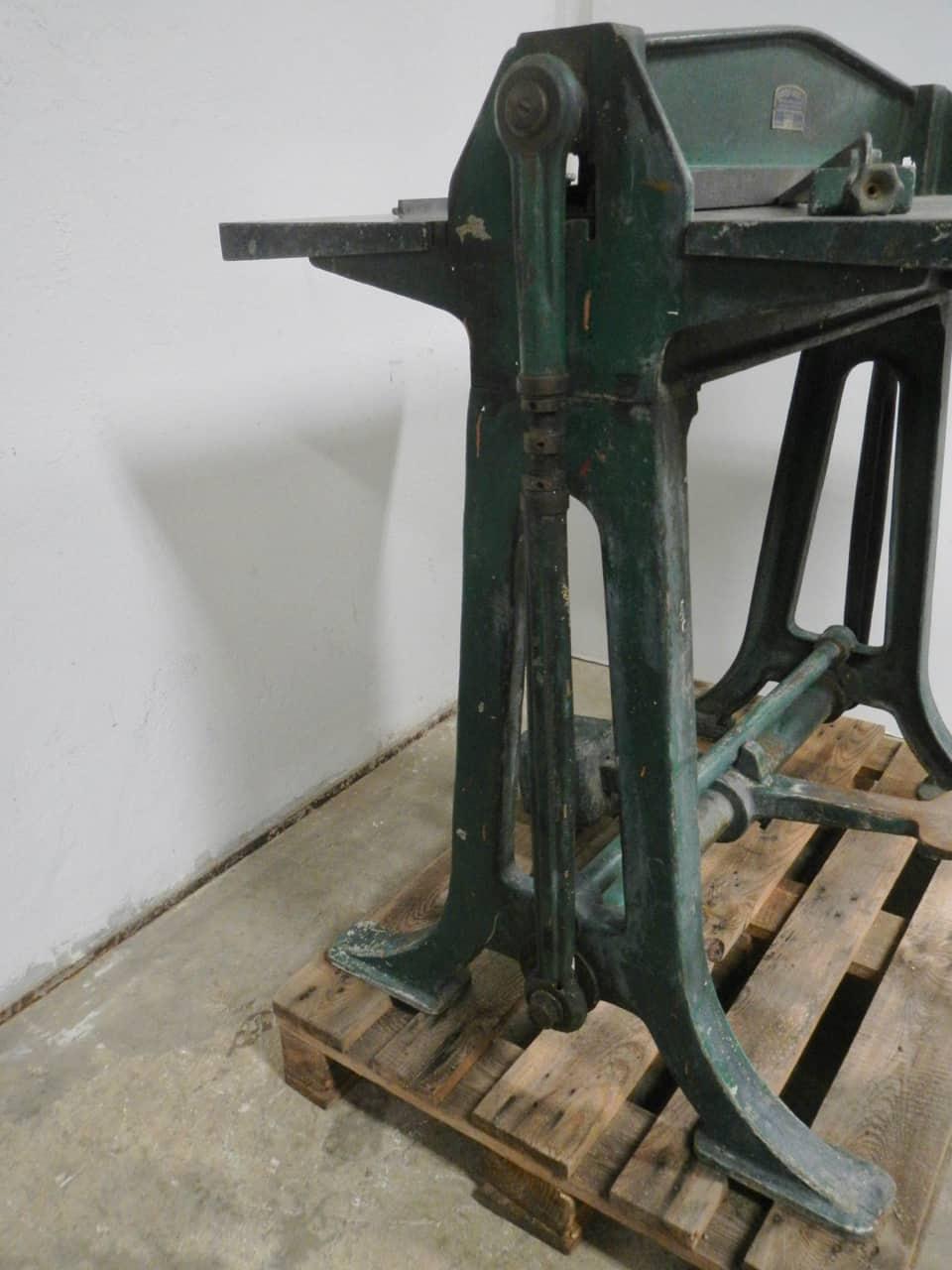 thumb7|macchina da tipografia anni 40