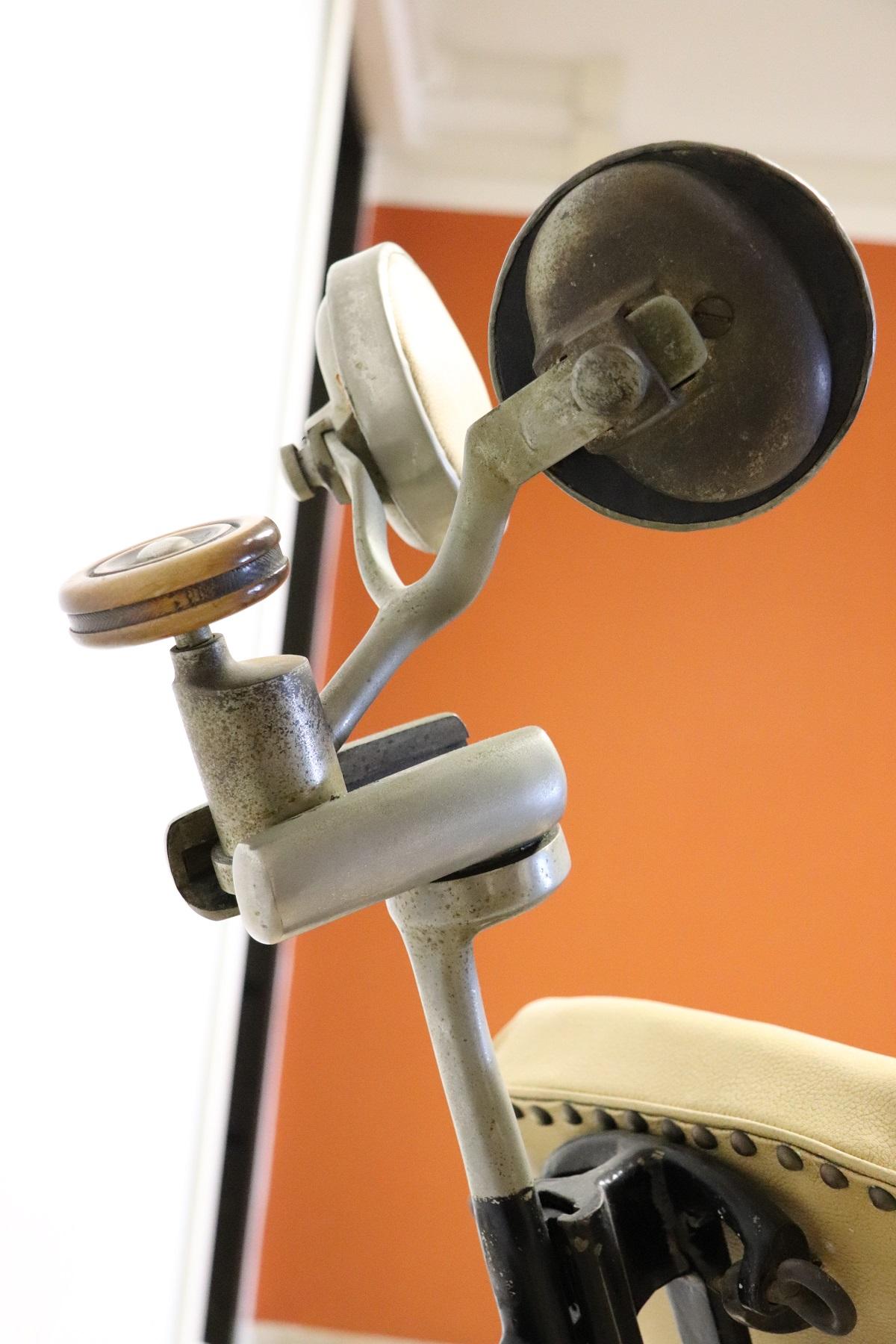 thumb9|Sedia da dentista antica in ferro forgiato e pelle, 1910 PREZZO TRATTABILE