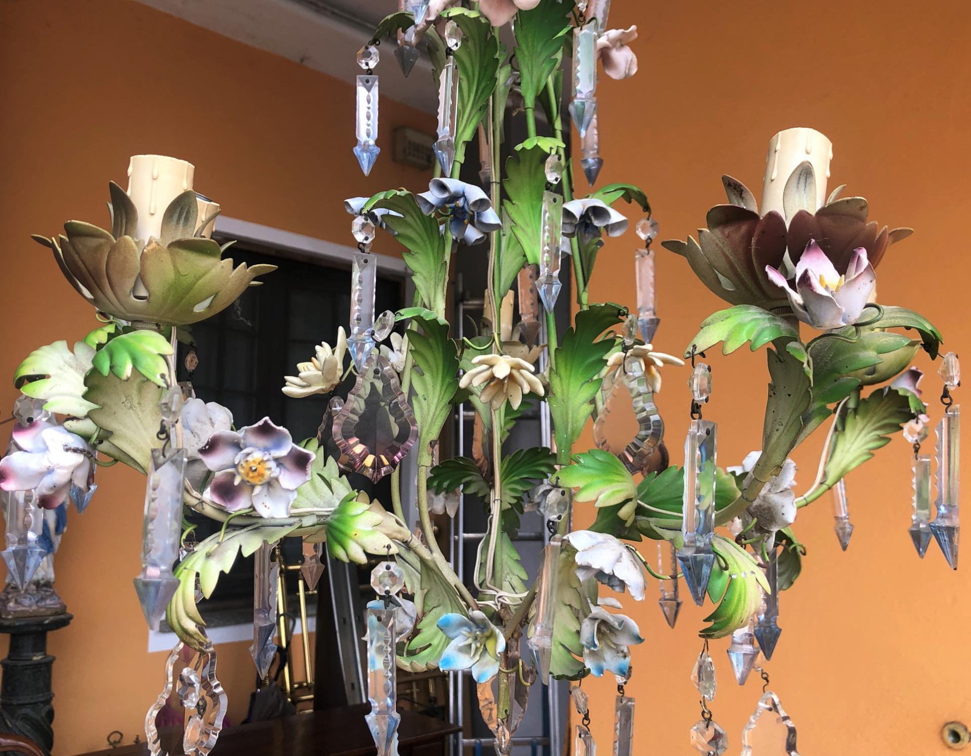thumb2|lampadario con fiorellini