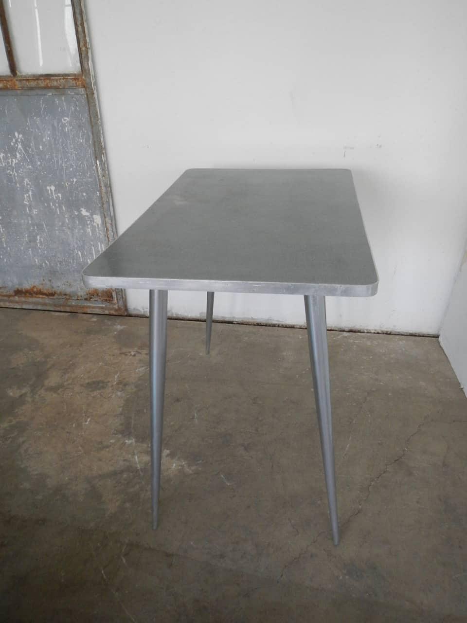 thumb2|tavolo da cucina in formica anni 50
