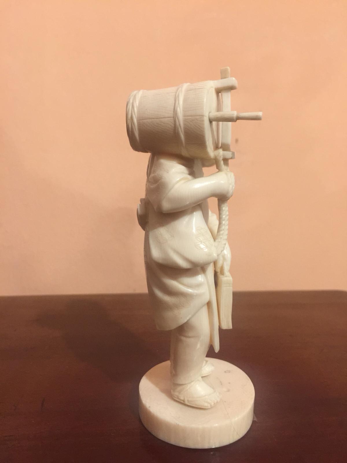 thumb4|Statuetta in avorio, contadino orientale, fine '800