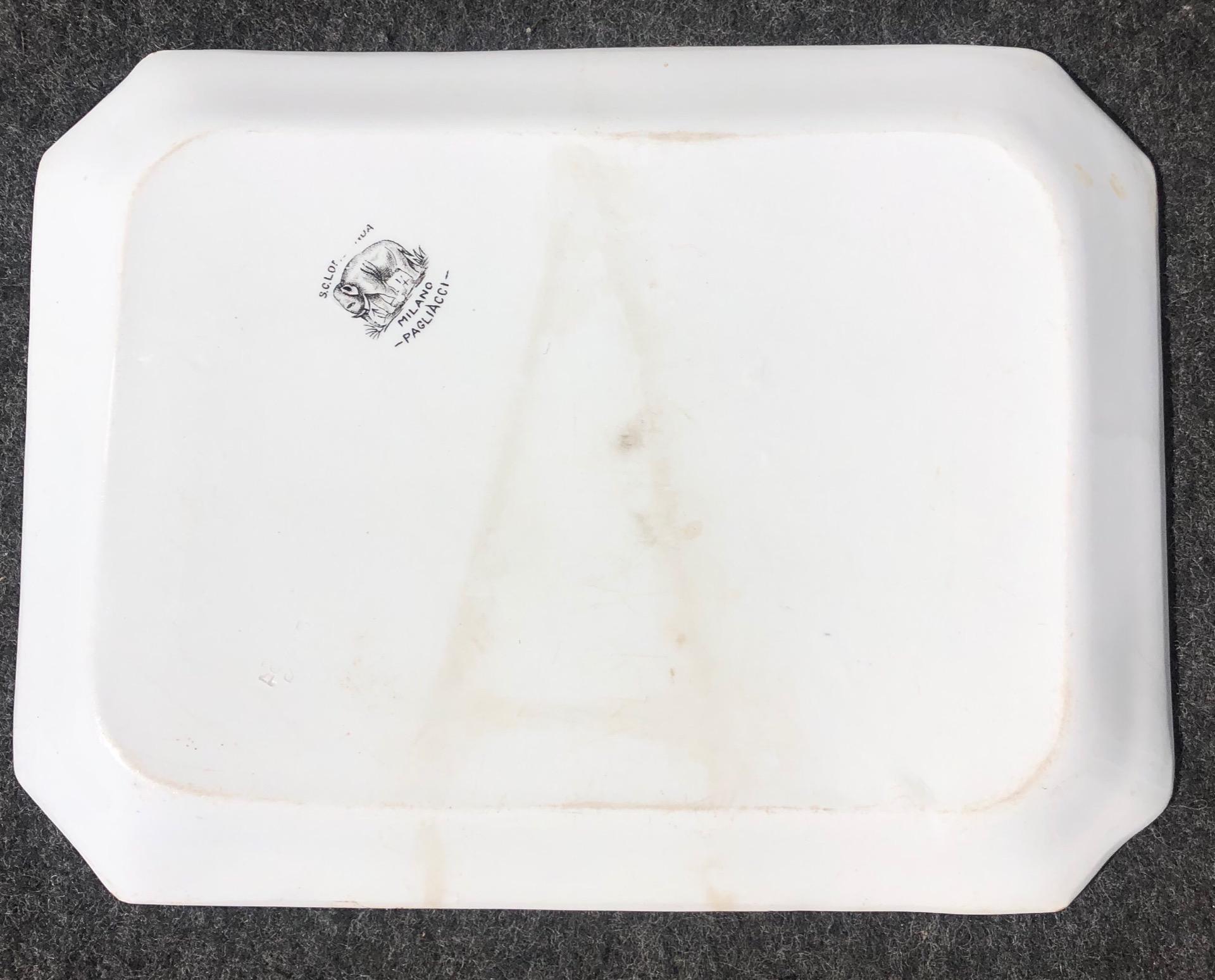 thumb2|Vassoio in terraglia con decoro a decalcomania.Serie pagliacci.Societa' ceramica Lombarda.