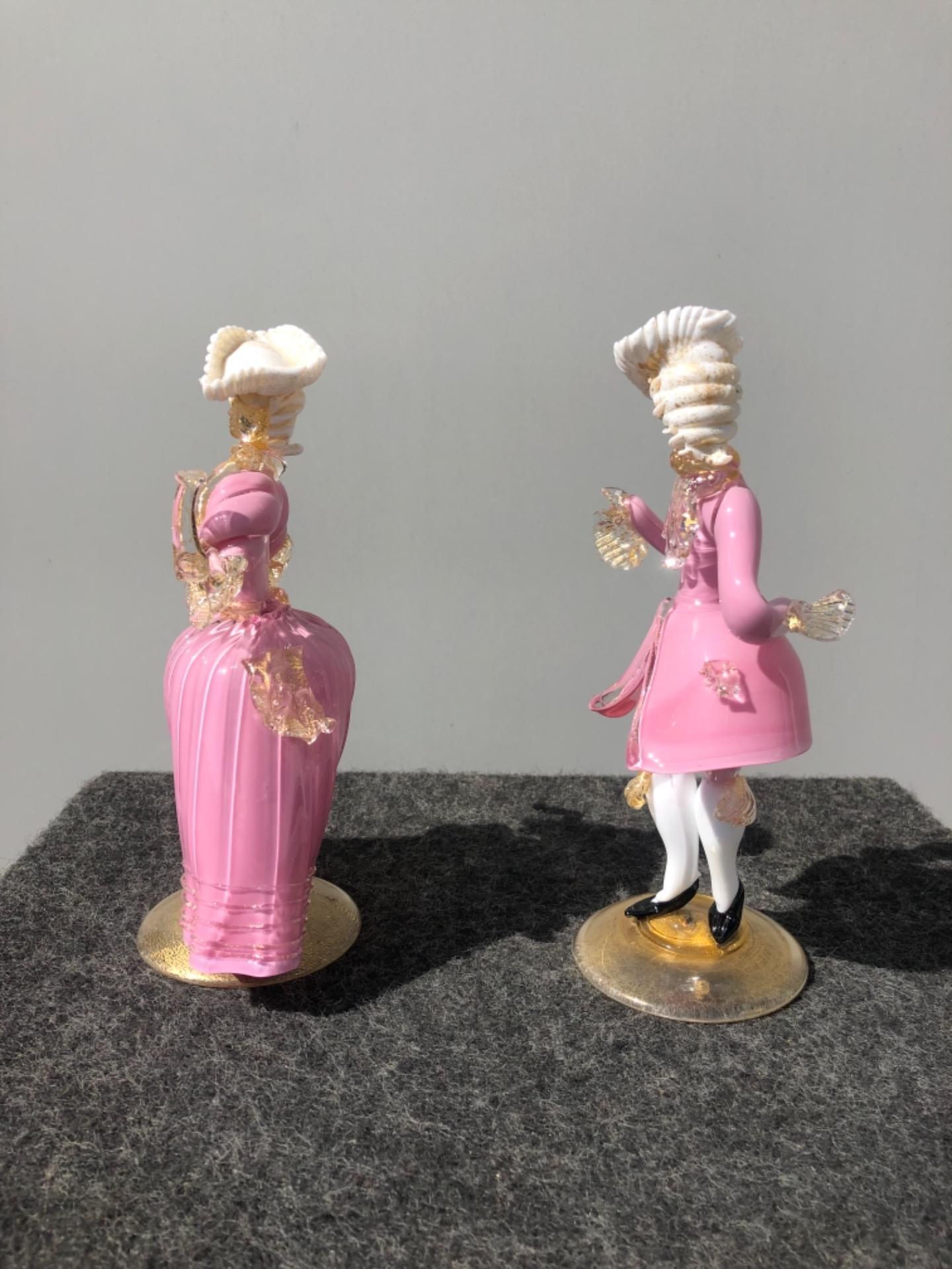 thumb5|Coppia di figure cavaliere e dama in vetro con inclusioni in oro.Murano