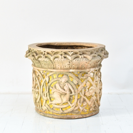 thumb3|Vaso cachepot con fregio di stile gotico francese, Cachepot vase with French Gothic style frieze