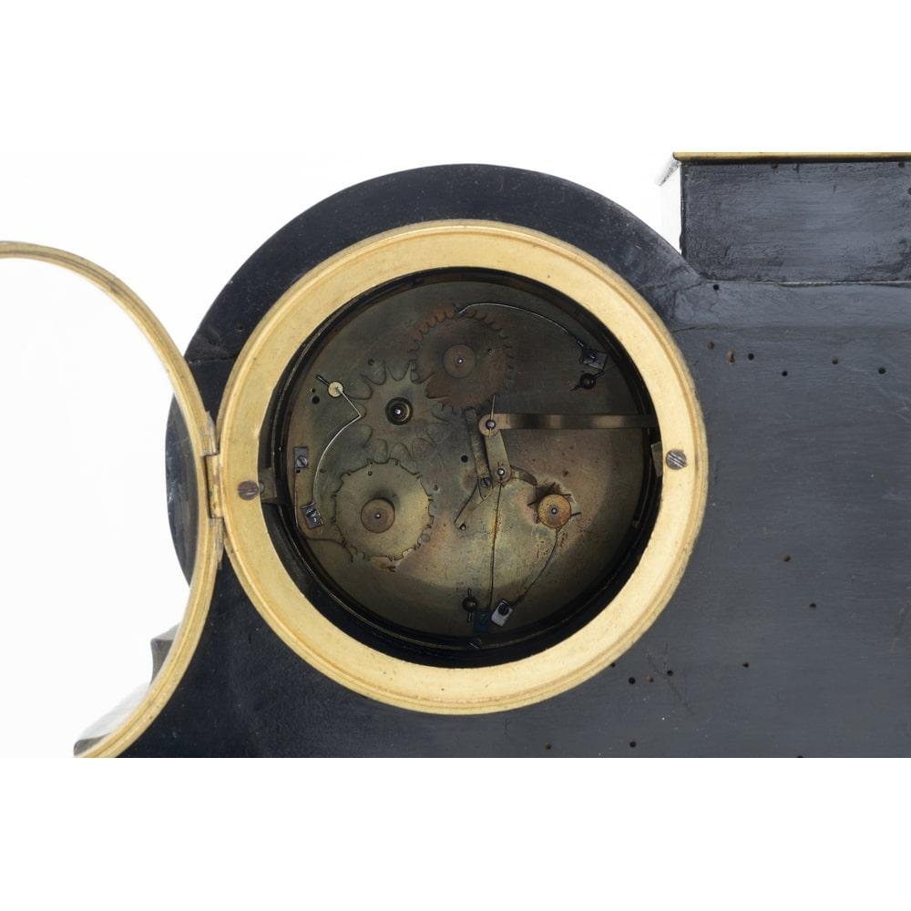 thumb5|Orologio da appoggio francese in legno dipinto