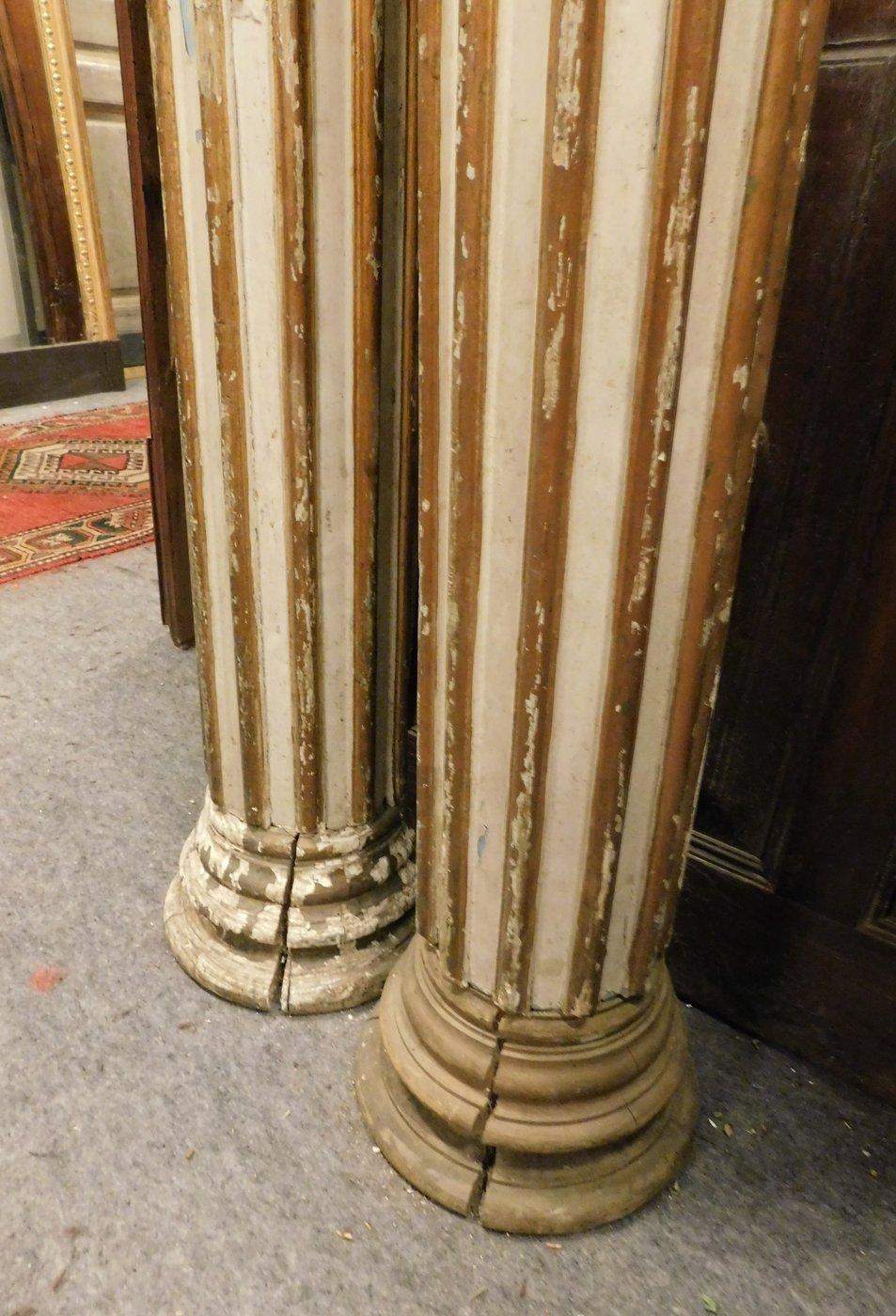 thumb4|dars344 - n. 2 colonne in legno, mis. cm 25 x cm 196 h